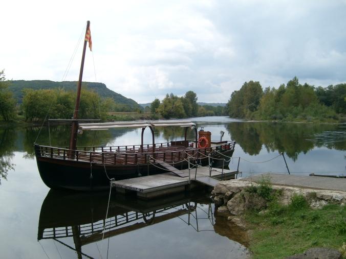 Source: https://upload.wikimedia.org/wikipedia/commons/2/2a/Dordogne1.JPG