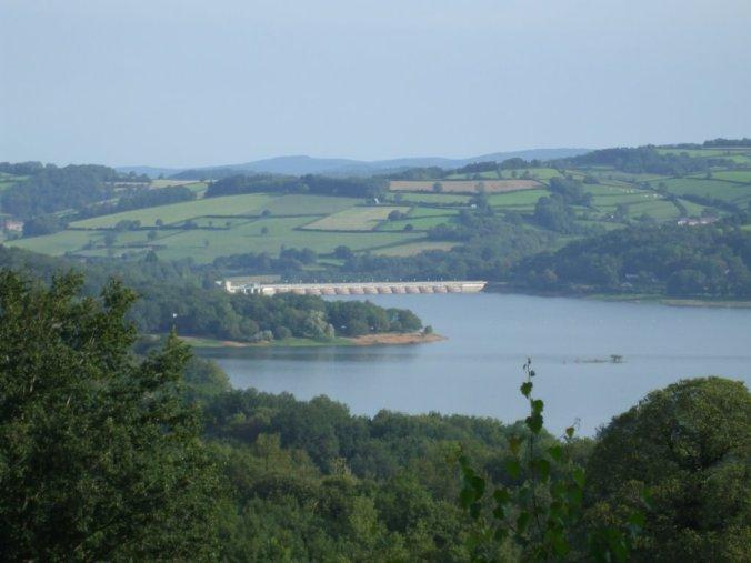 Lac_Pannecière_et_barrage