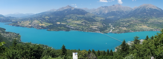 Lac_Serre_Poncon_-_Belvédère_Pierre_Arnoux.jpg